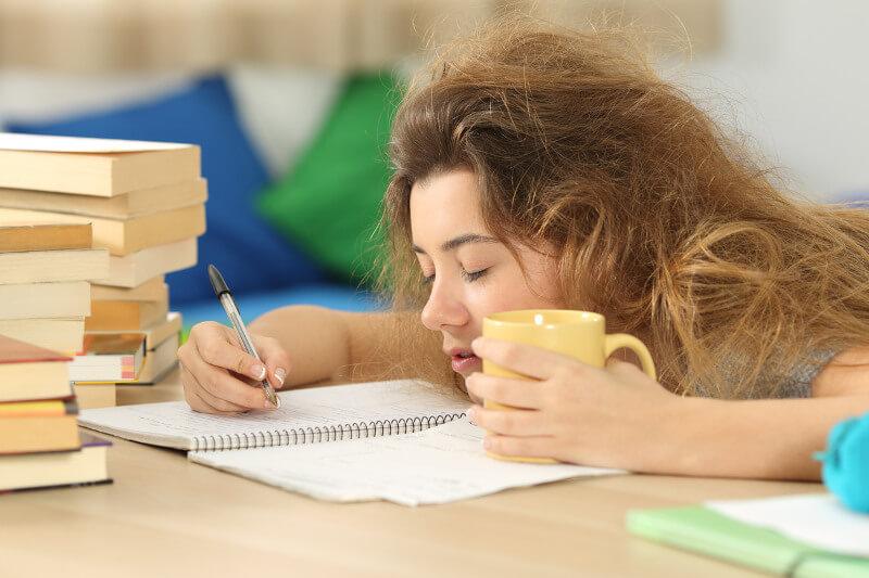 estudiante cansada